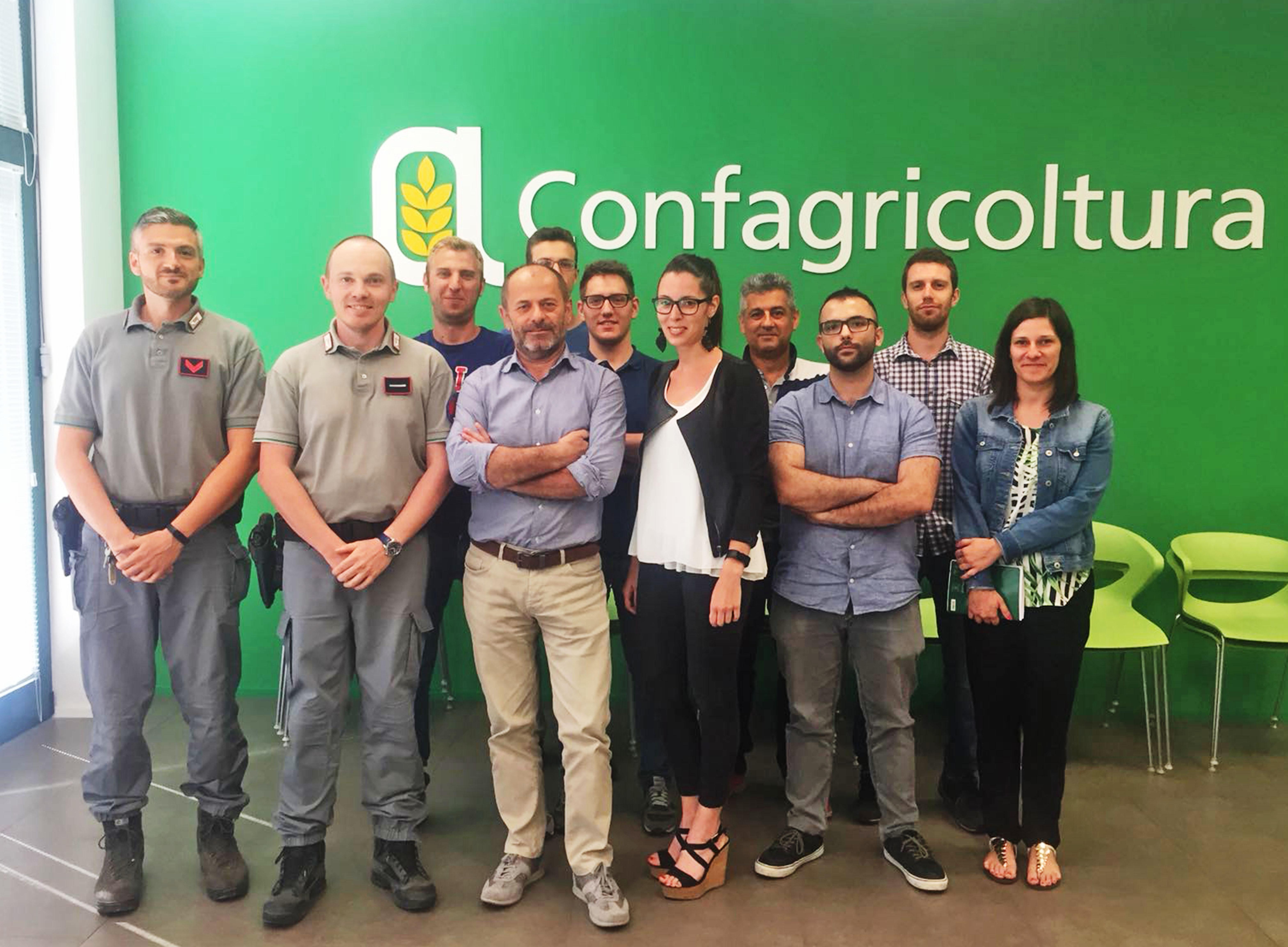 Gli operatori Confagricoltura dell'ufficio di Alba all'incontro con i vertici della locale stazione dei carabinieri forestali