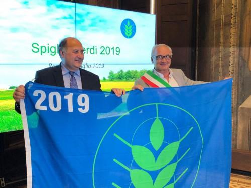 Valter Roattino, sindaco di Vicoforte e segretario di Confagricoltura zona di Mondovì, ha ritirato il riconoscimento
